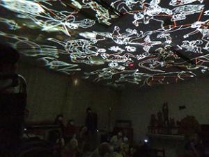 天井に星たちの物語