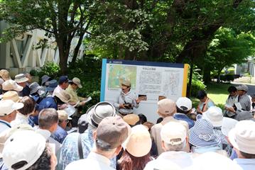 浜松市地域遺産センター職員による解説