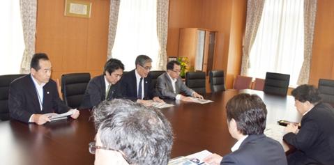 今野学長が林文部科学大臣を訪問